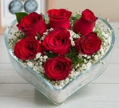 Kalp içerisinde 7 adet kırmızı gül  Antalya Melisa çiçek gönderme sitemiz güvenlidir