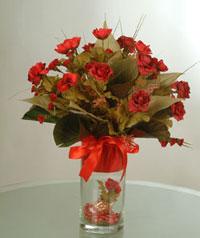yapay güllerden vazo  9 gül  Antalya Melisa uluslararası çiçek gönderme