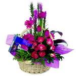 çikolata ve sepette çiçek   Antalya Melisa çiçek gönderme sitemiz güvenlidir
