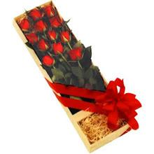 kutuda 12 adet kirmizi gül   Antalya Melisa çiçek yolla