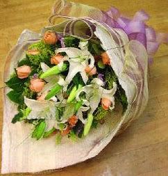 Antalya Melisa internetten çiçek satışı  11 ADET GÜL VE 1 ADET KAZABLANKA