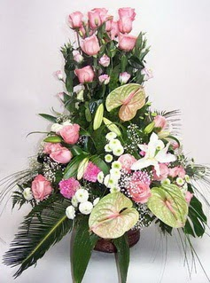 Antalya Melisa ucuz çiçek gönder  özel üstü süper aranjman