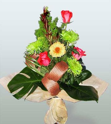 Antalya Melisa ucuz çiçek gönder  3 adet gül 4 adet gerbera çiçegi sade buket