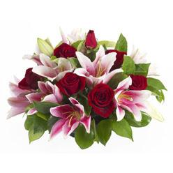 güller ve kazablnaklardan aranjman  Antalya Melisa anneler günü çiçek yolla