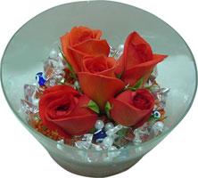 Antalya Melisa 14 şubat sevgililer günü çiçek  5 adet gül ve cam tanzimde çiçekler