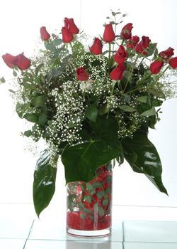 Antalya Melisa güvenli kaliteli hızlı çiçek  11 adet kirmizi gül ve cam yada mika vazo tanzim
