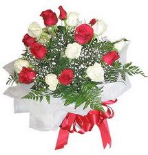 Antalya Melisa çiçek , çiçekçi , çiçekçilik  12 adet kirmizi ve beyaz güller buket