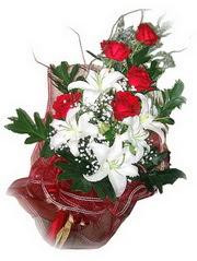 Antalya Melisa kaliteli taze ve ucuz çiçekler  5 adet kirmizi gül 1 adet kazablanka çiçegi buketi