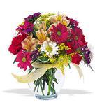Antalya Melisa çiçek , çiçekçi , çiçekçilik  cam yada mika vazo içerisinde karisik kir çiçekleri
