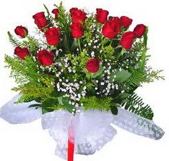 Antalya Melisa çiçek satışı  12 adet kirmizi gül buketi esssiz görsellik