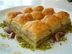 tatli siparisi essiz lezzette 1 kilo fistikli baklava  Antalya Melisa çiçek siparişi sitesi