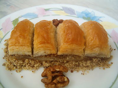 online pastane Essiz lezzette 1 kilo cevizli baklava  Antalya Melisa cicek , cicekci
