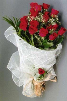 10 adet kirmizi güllerden buket çiçegi  Antalya Melisa yurtiçi ve yurtdışı çiçek siparişi