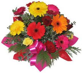 Karisik mevsim çiçeklerinden buket  Antalya Melisa hediye sevgilime hediye çiçek