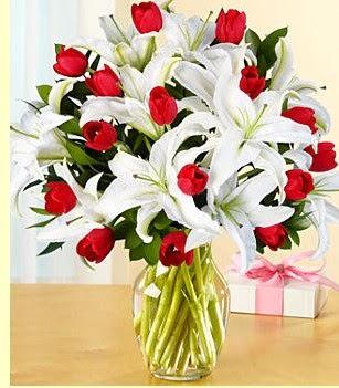 Antalya Melisa çiçek siparişi sitesi  3 kazablanka 10 kırmızı gül vazosu