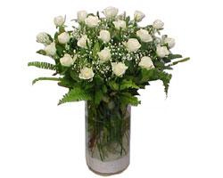 Antalya Melisa yurtiçi ve yurtdışı çiçek siparişi  cam yada mika Vazoda 12 adet beyaz gül - sevenler için ideal seçim