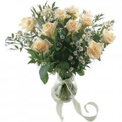 Vazoda 8 adet beyaz gül  Antalya Melisa 14 şubat sevgililer günü çiçek