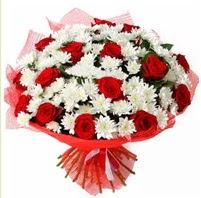 11 adet kırmızı gül ve beyaz kır çiçeği  Antalya Melisa internetten çiçek satışı