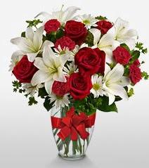 Eşsiz vazo tanzimi güller kazablankalar  Antalya Melisa online çiçek gönderme sipariş