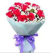 12 adet kırmızı gül ve beyaz kır çiçekleri  Antalya Melisa çiçekçi mağazası