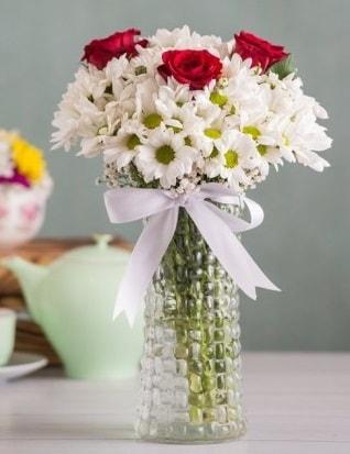 Papatya Ve Güllerin Uyumu camda  Antalya Melisa çiçek gönderme sitemiz güvenlidir