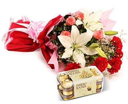 Karışık buket ve kutu çikolata  Antalya Melisa çiçek , çiçekçi , çiçekçilik